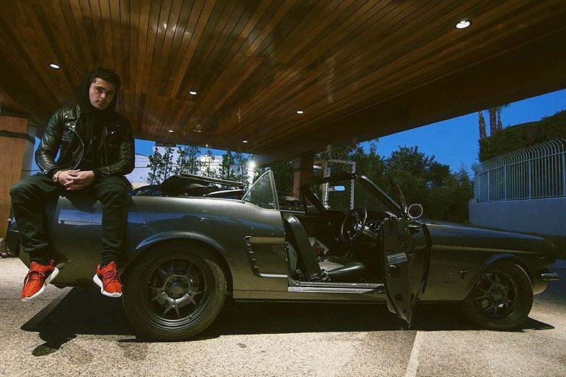 Зак Эфрон и старое авто